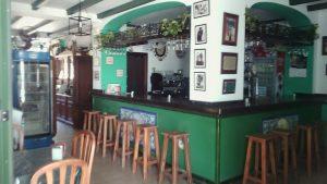fotografía del interior del bar mesón la Fuente, uno de los mejores lugares donde comer en Cañaveral de León